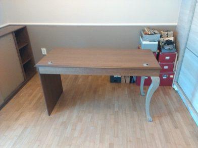 γραφείο με σκαλιστα πόδια , ξυλουργικες εργασιες , επιπλα καταστηματων , ειδικες κατασκευες επιπλων , ταπετσαρίες , λούστρα , ξυλου δρυος , ksilou drios