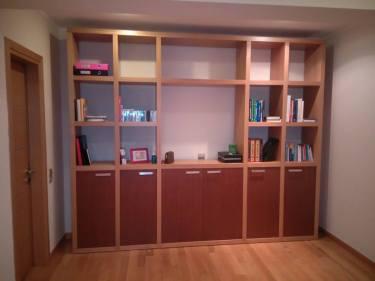 βιβλιοθήκη σαλονιού μασίφ δρυς , ξυλουργικες εργασιες , επιπλα καταστηματων , ειδικες κατασκευες επιπλων , ταπετσαρίες , λούστρα , ξυλου δρυος , ksilou drios