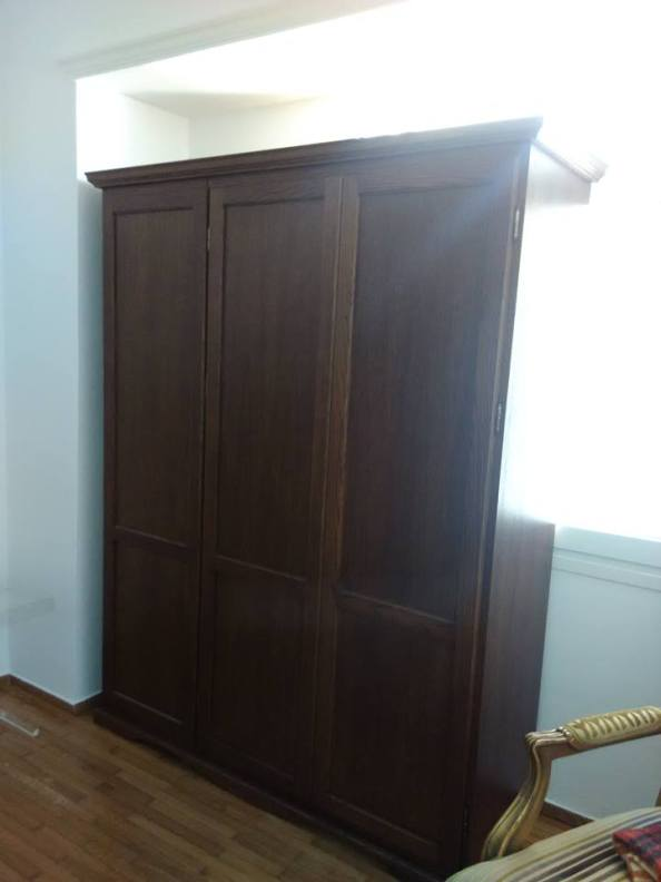 ντουλάπα δωματίου κλασική δρυς ντεκαπέ , ξυλουργικες εργασιες , επιπλα καταστηματων , ειδικες κατασκευες επιπλων , ταπετσαρίες , λούστρα , ξυλου δρυος , ksilou drios