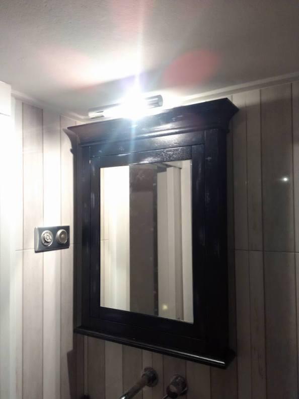 καθρέπτης μπάνιου κλασικός , ξυλουργικες εργασιες , επιπλα καταστηματων , ειδικες κατασκευες επιπλων , ξυλου δρυος , ksilou drios