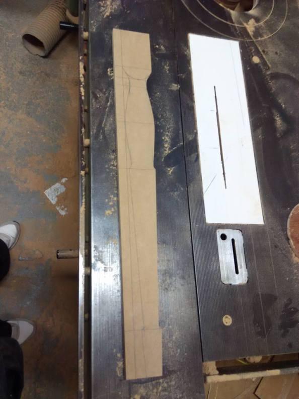 τορναριστό πόδι γραφείου , ξυλουργικες εργασιες , επιπλα καταστηματων , ειδικες κατασκευες επιπλων , ξυλου δρυος , ksilou drios