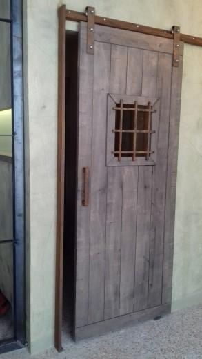 ξυλο και μεταλλο επιπλο πορτα